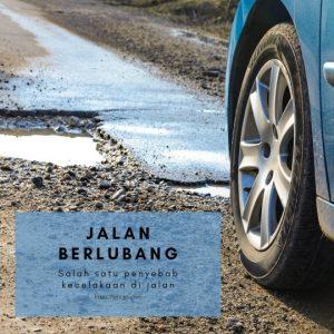 Jalan berlubang penyebab kecelakaan di Indonesia