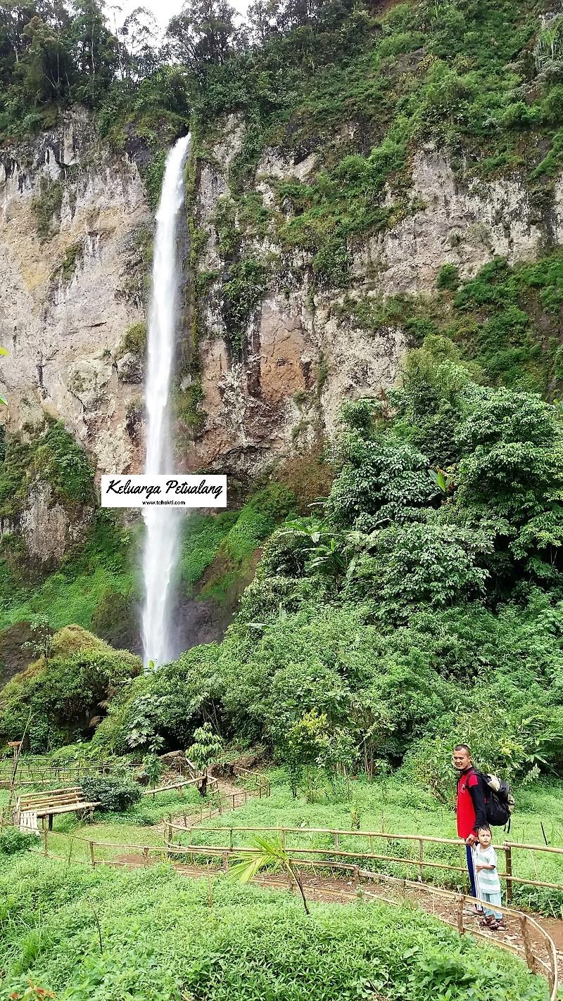 Curug tersembunyi berada di tebing perbatasan Kabupaten Cianjur dan Kabupaten Bandung