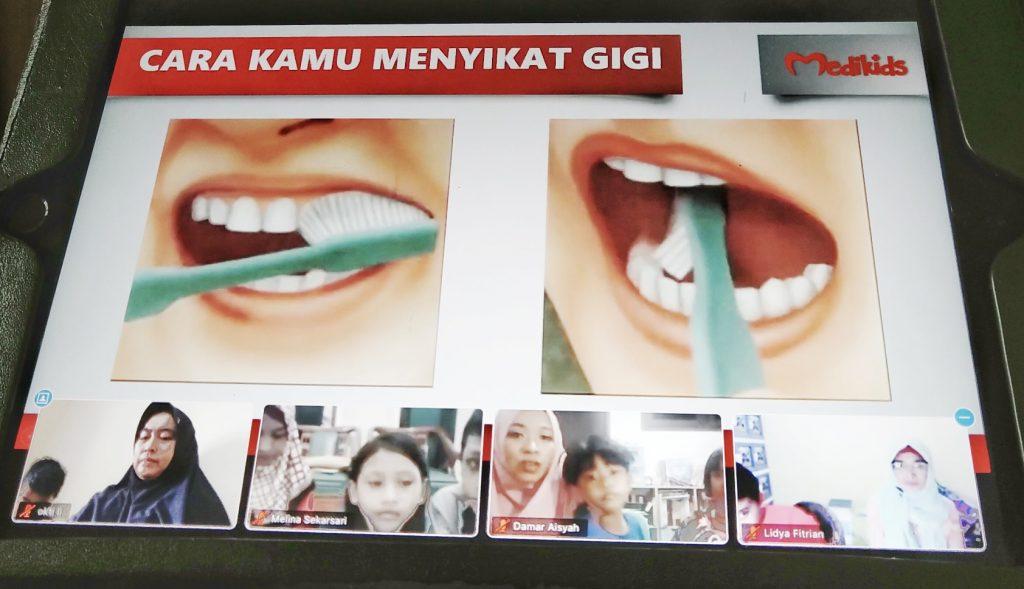 Cara dan sikat gigi yang benar